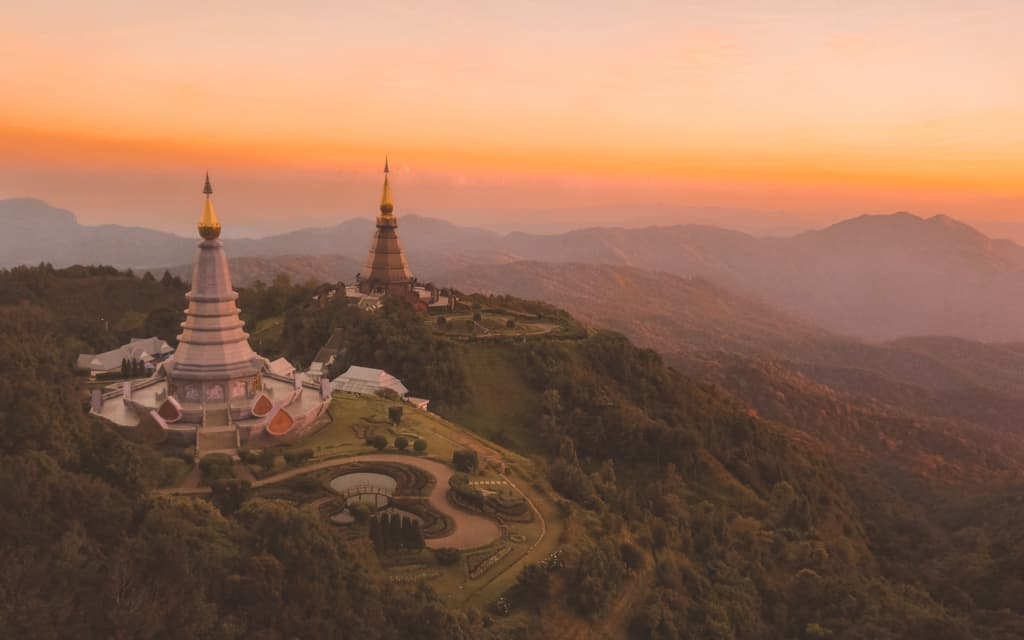 Doi-Inthanon-temple-chiang-mai-best-things-to-do