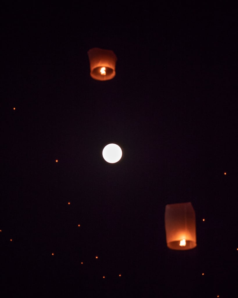 Lantern-festival-Yee-Peng-Chiang-Mai-moon-lanterns
