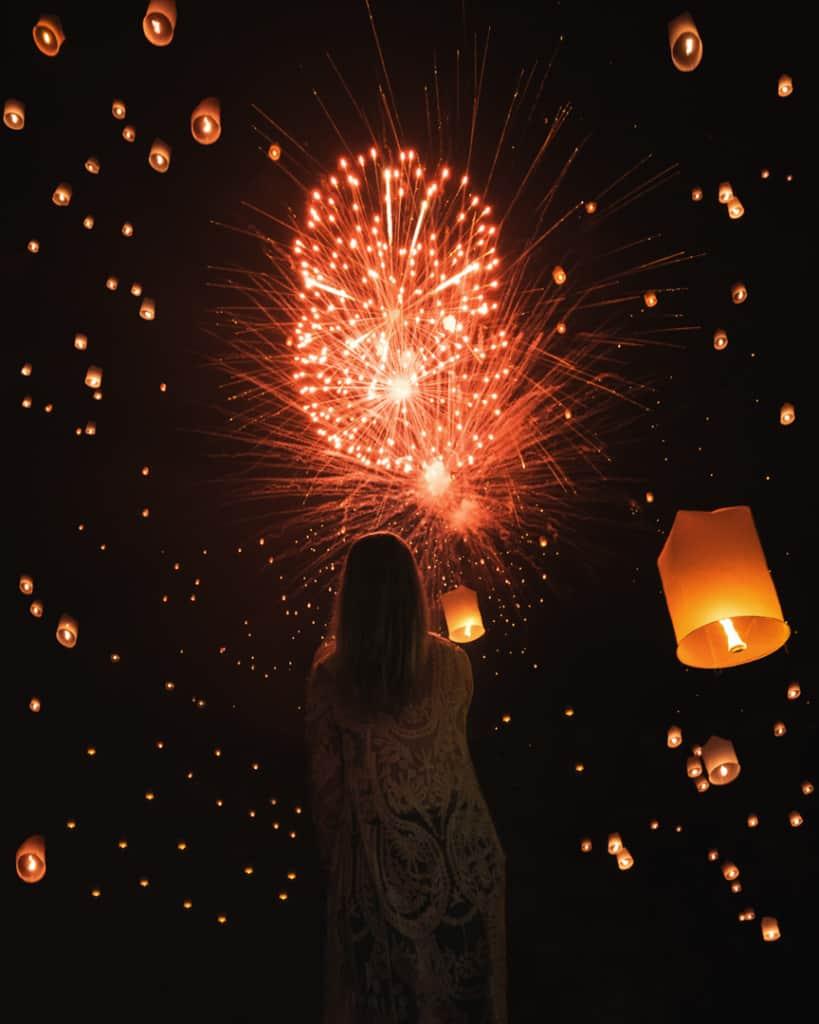 Lantern-festival-Chiang-Mai-lanterns-firework