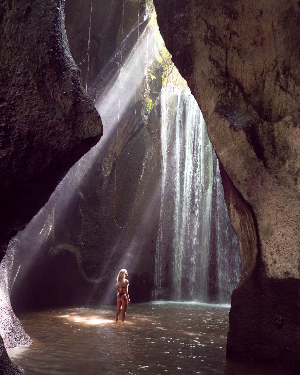 tukad-cepung-waterfall-bali-lightray-blog-Ilse