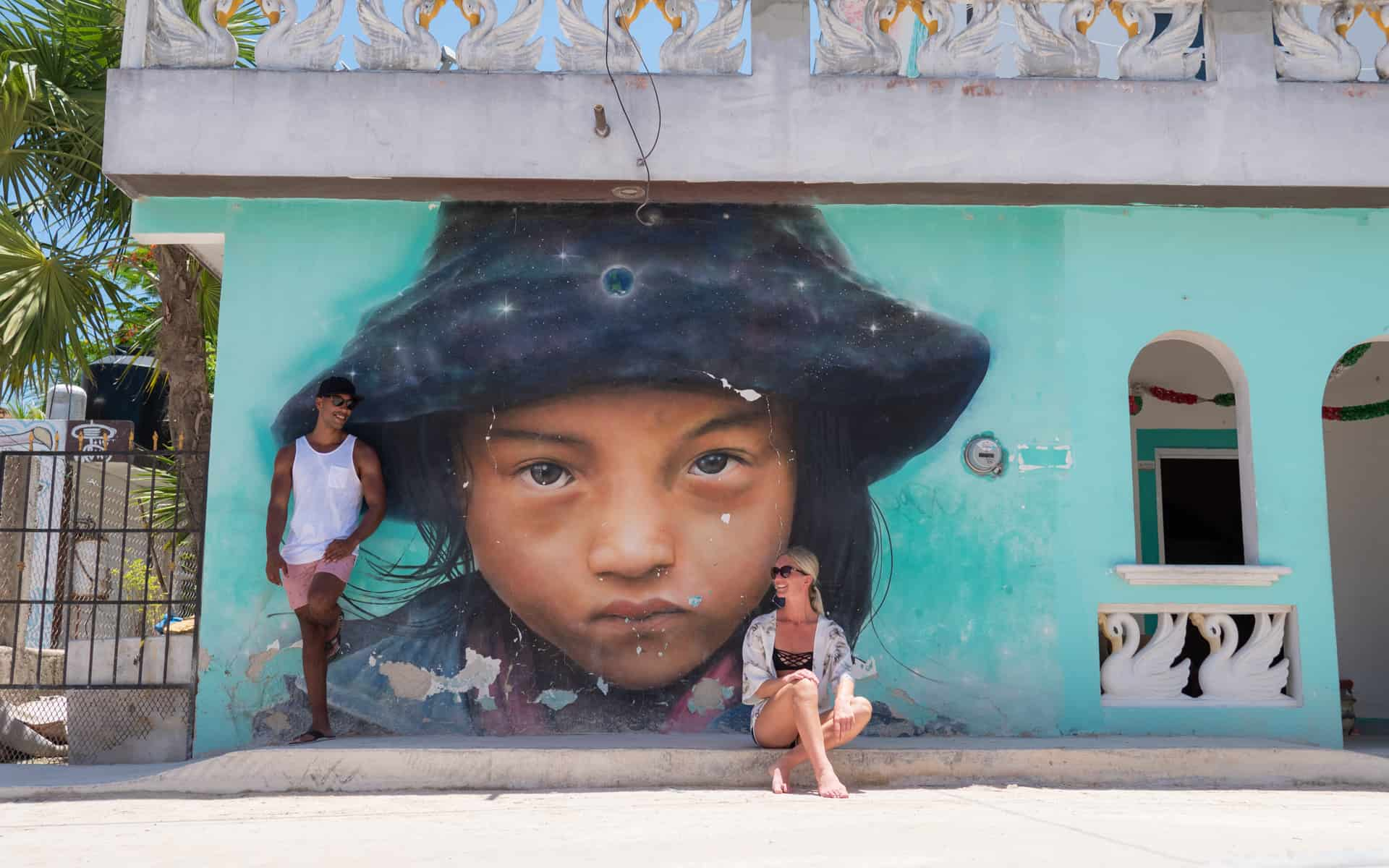 holbox-mexico-streetart