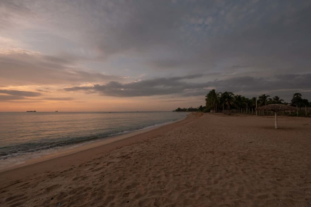 Trincomalee-sunrise-beach