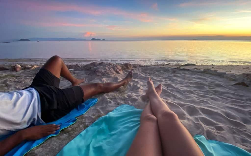 zen-beach-koh-phangan-sunset-couple