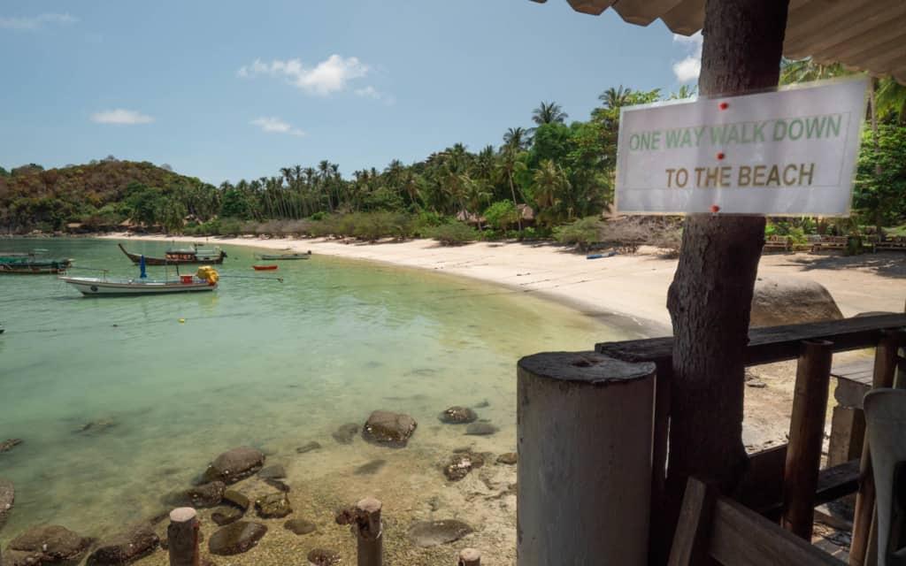 shark-bay-koh-tao-entrance-beach