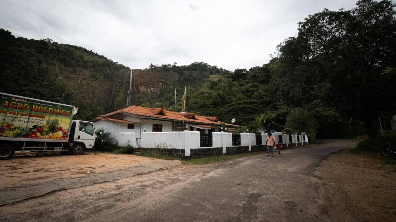 Diyaluma-falls-sri-lanka-road