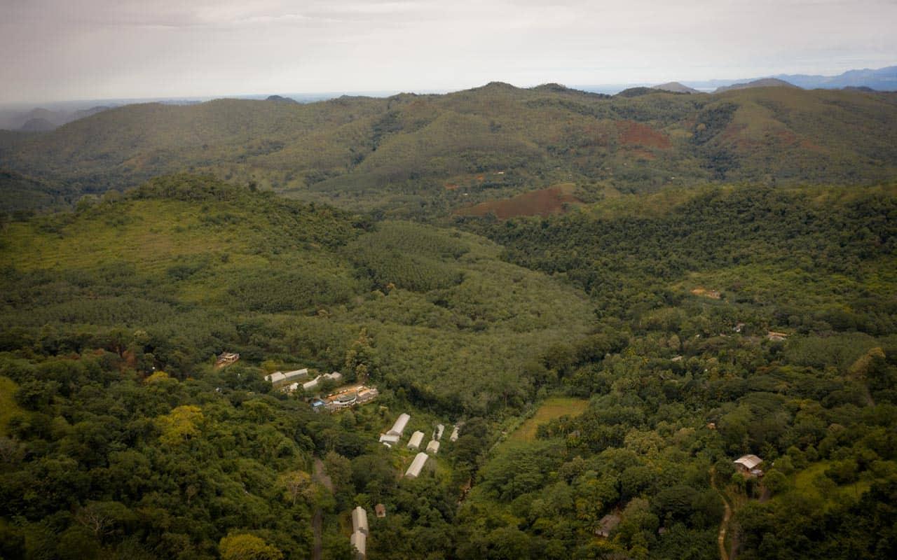 Diyaluma-falls-sri-lanka-view