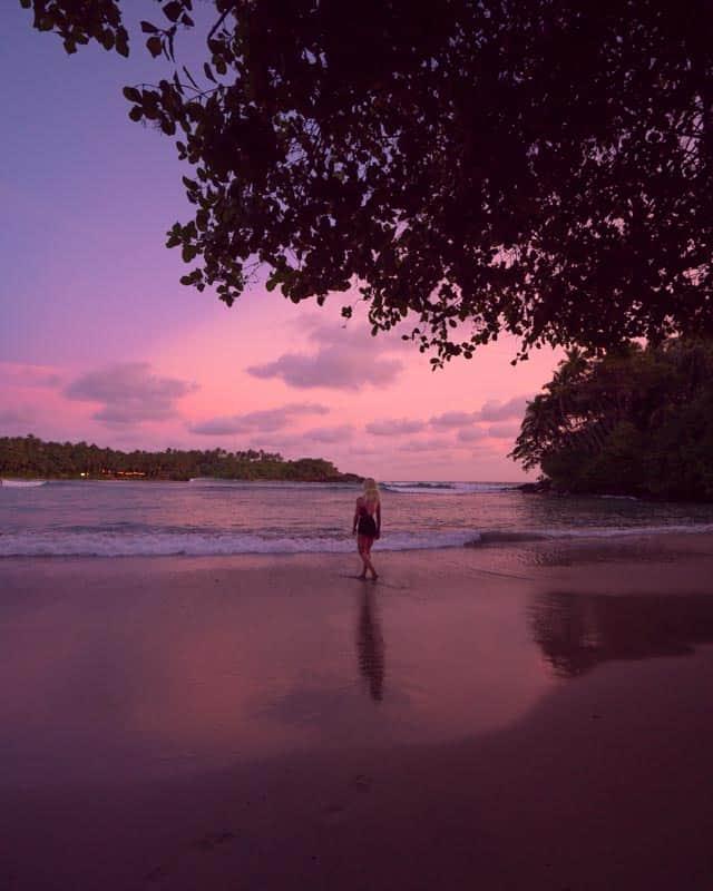 hiriketiya-beach-sunset-view-bay