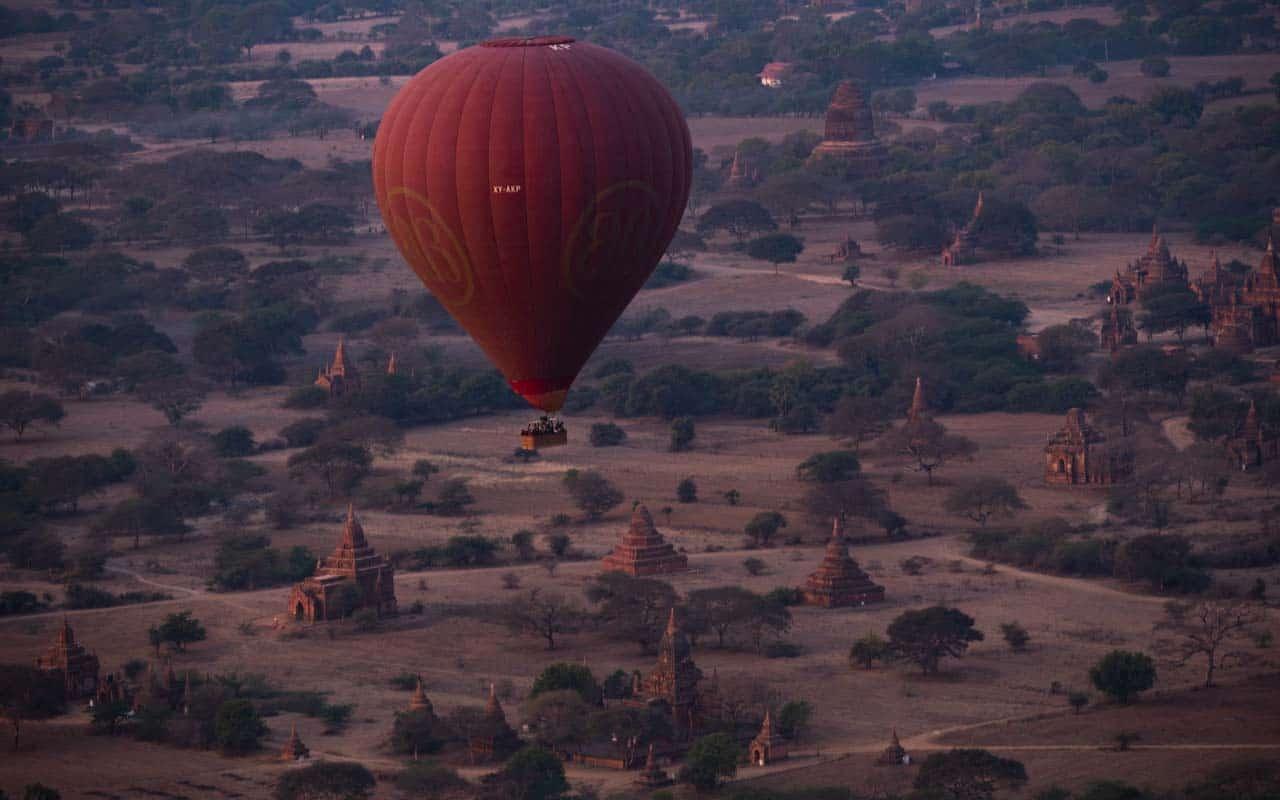 balloons-over-bagan-pagodas