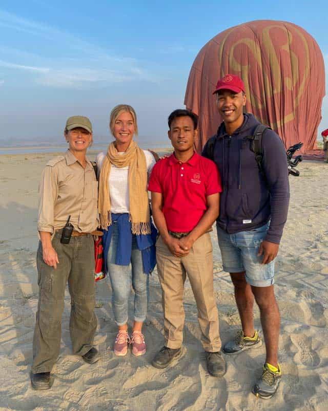 balloons-over-bagan-team