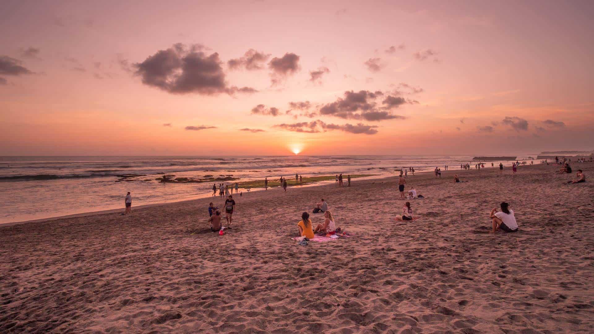 batu-bolong-beach-sunset-watching