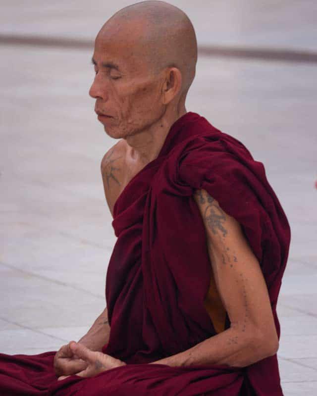 Shwedagon-Pagoda-yangon-monk