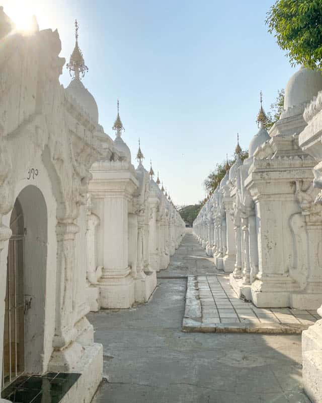 kuthodaw-pagoda-mandalay