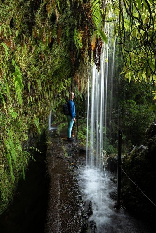 waterfall-crossing-longexposure