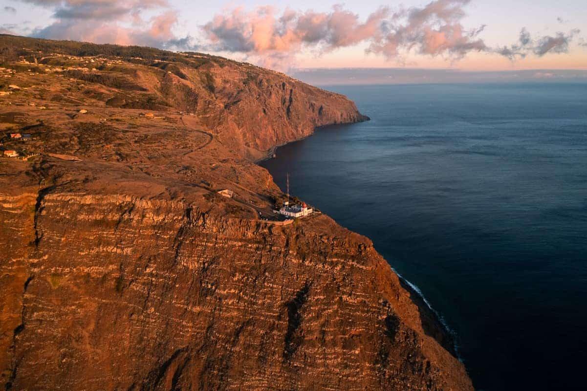 ponta-do-pargo-lighthouse-sunset